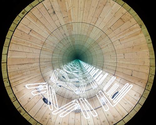 """""""霓虹灯与水塔雕塑""""——伊万·诺瓦罗的灯影世界"""