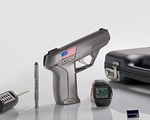 由Armatix公司研发的智能手表控制的点22式口径手枪系统