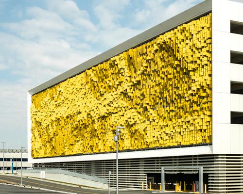 Urbana 建筑公司为印第安纳波利斯的埃斯凯纳齐医院建造动态幕墙