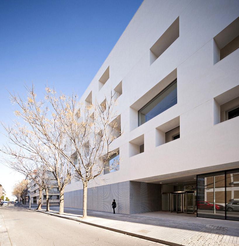 科尔多瓦大学玻璃混凝土建筑- de la-hoz 设计图片