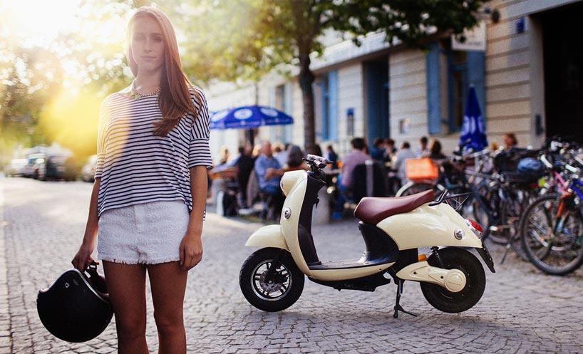 100 km range UNU electric scooter features portable battery unit-designboom-02