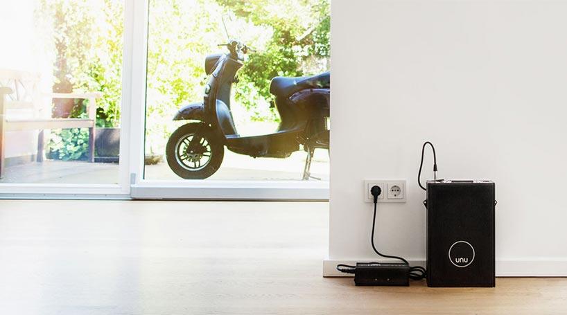100 km range UNU electric scooter features portable battery unit-designboom-03