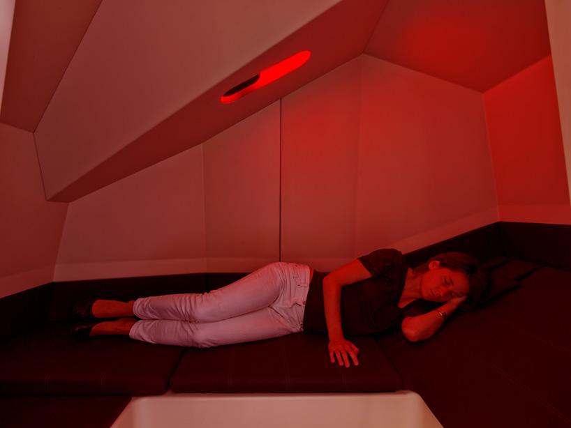 HAWORTH calmspace self-co<em></em>ntained pod is made for taking naps at work-designboom-02