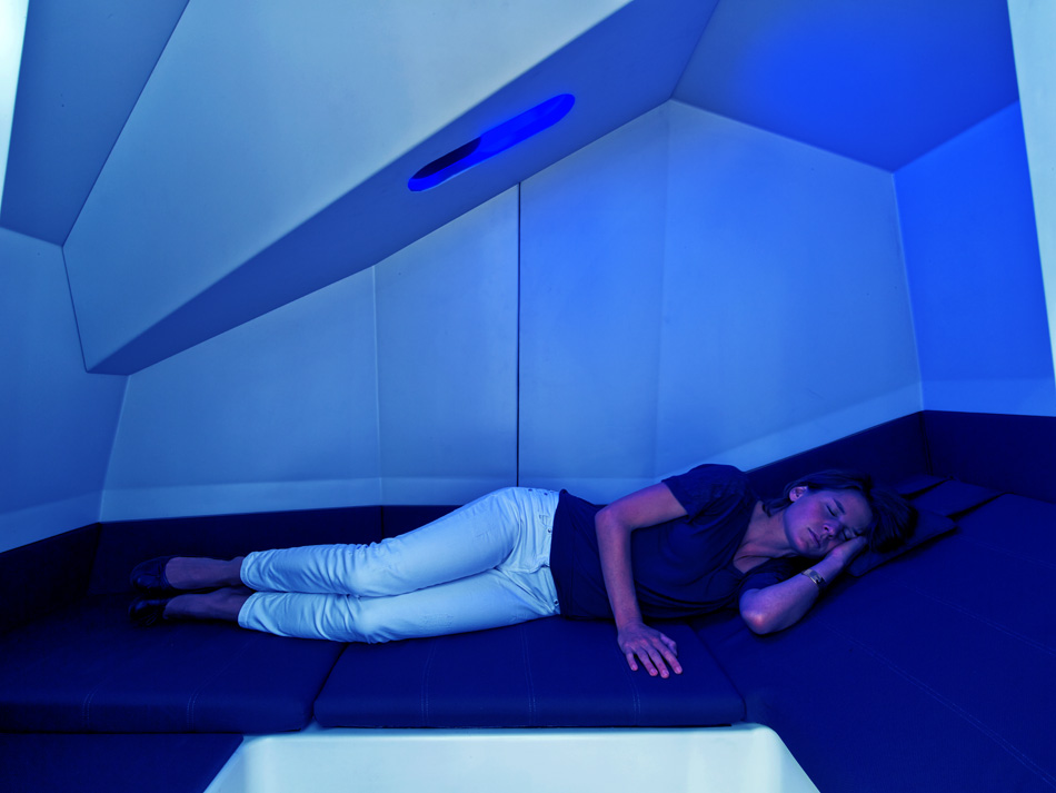 HAWORTH calmspace self-co<em></em>ntained pod is made for taking naps at work-designboom-13