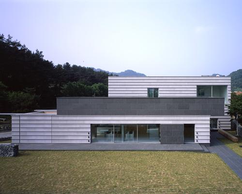 "Splk建筑师精心设计的水边度假屋——""美丽的荷花塘"""