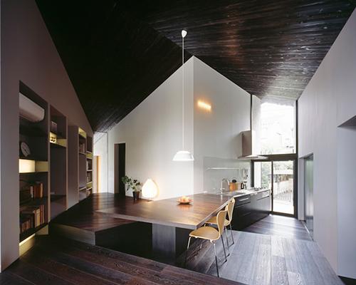 MDS 事务所设计的成角平面的成濑屋创造空间失真感