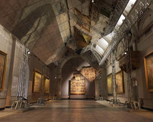 barberosgery 在V&A博物馆内映射双重空间
