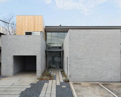 Comma 设计事务所应用灰色砖墙对东京的老宅进行翻新