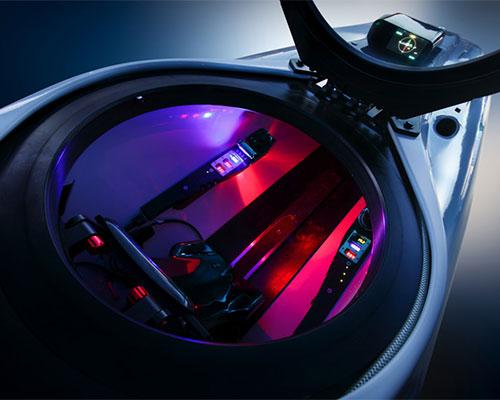 杰姆斯·邦德007创作的 深海飞航 超级猎鹰液压自动船