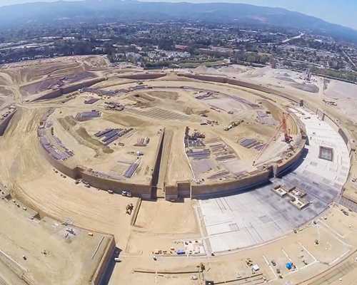 无人驾驶机抓拍下建设中的 苹果 公司总部照片