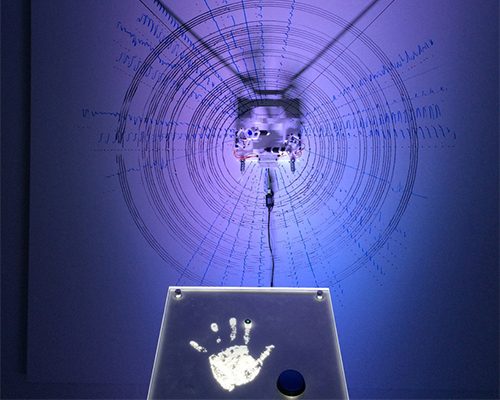 由 intel 和sms audio开发的心率描绘仪利用心率创作艺术