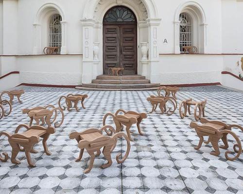 henrique steyer设计的猕猴凳与情侣架