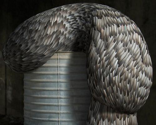Kate Mccgwire在圣玛丽城堡展出羽毛雕塑作品