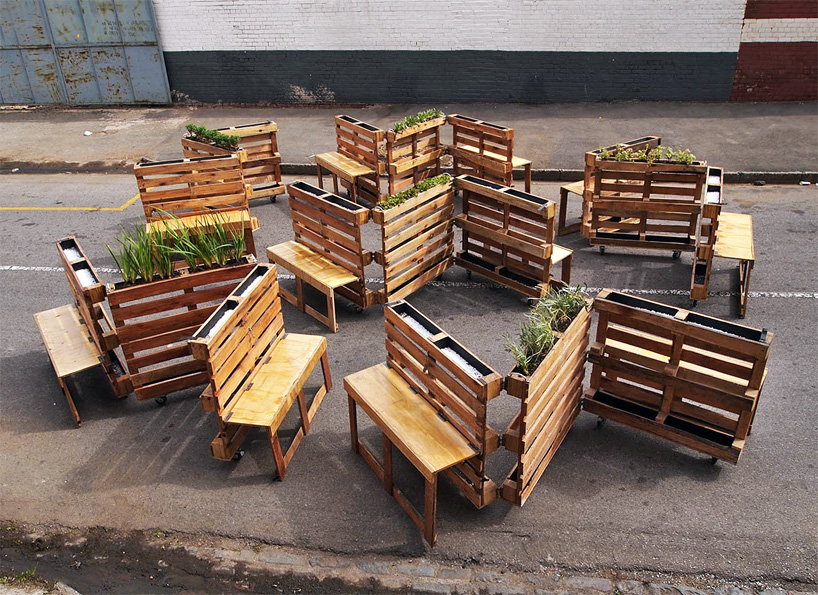 r1-interlocking-mobile-benches-wooden-pallets-johannesburg-designboom-06