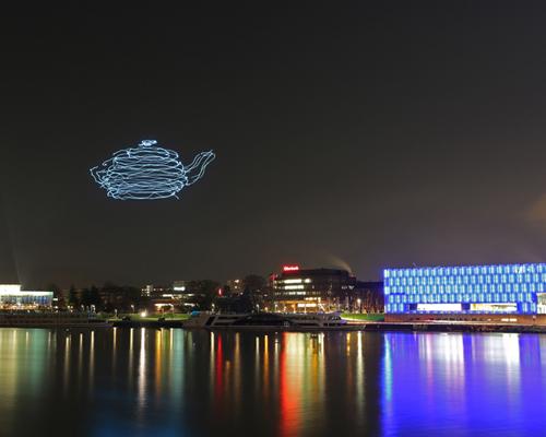 """当科技爱上艺术:多瑙河夜空中描绘出的绚丽多彩变幻莫测的3D""""立体画"""""""