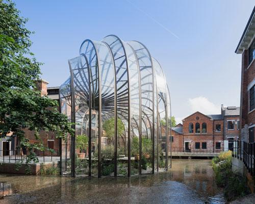 托马斯·海德威克为Bombay Sapphire设计的杜松子 蒸馏酒厂 开放