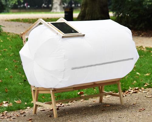 """充电休息两不误的太阳能 """" 泡泡椅 """""""