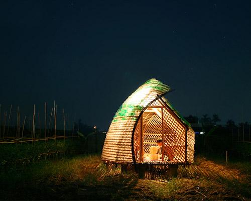 1+1>2建筑公司用塑料瓶和竹子搭建弯曲的 培育房