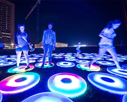 AHA! festival的灯光照亮了 克利夫兰 市中心