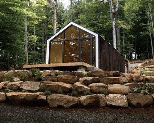 """建筑工作室 BLDG 与工业工作室608在加拿大合力打造预制构造""""bukie""""小屋"""