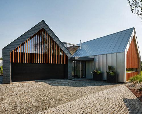 RS+将两个风格迥异的谷仓组成一套紧密相连的住宅