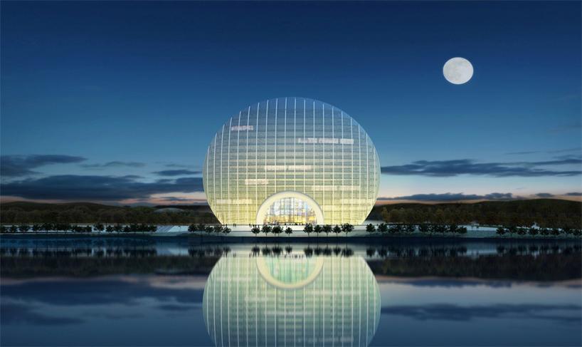 该酒店是由 上海华都建筑规划设计有限公司的张海翱先生设计的,酒店