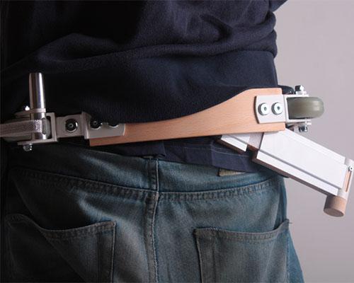 adam torok 的可折叠腰袋-单轮滑行车是一个可佩带的运输工具