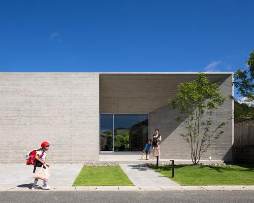 松山 建筑师及其同事在奄美大岛上设计的混凝土住宅