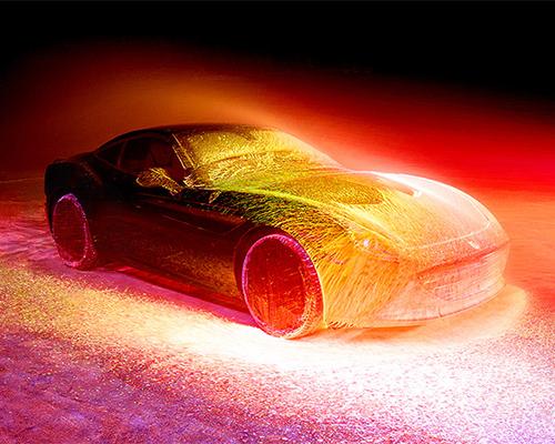 fabian oefner 用UV油漆展现法拉利california T的速度