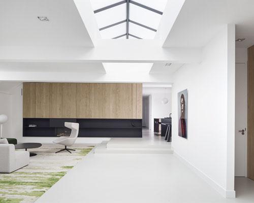 i29 室内设计事务所应用简单材料面板将车库改造成住宅