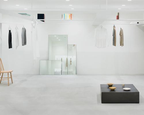 nendo 为beige的概念商店设计了悬挂着的网格书架