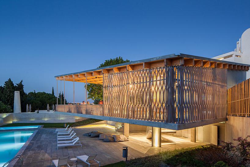 costa建筑事务所运用木材扩建塔维拉