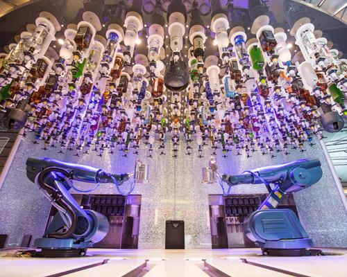 """皇家加勒比 """"海洋量子号""""超级豪华游轮迎风启航,搭载世界上首个高科技机器人调酒师"""