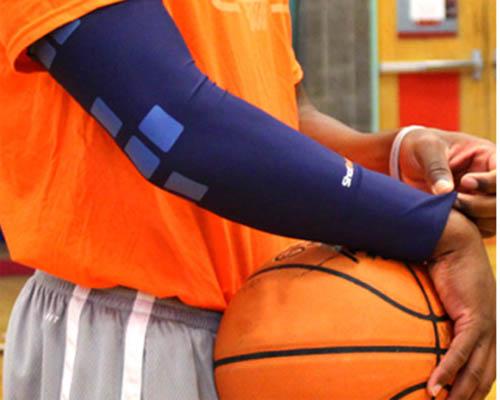 ShotTracker 可穿戴设备与应用程序可监测篮球数据