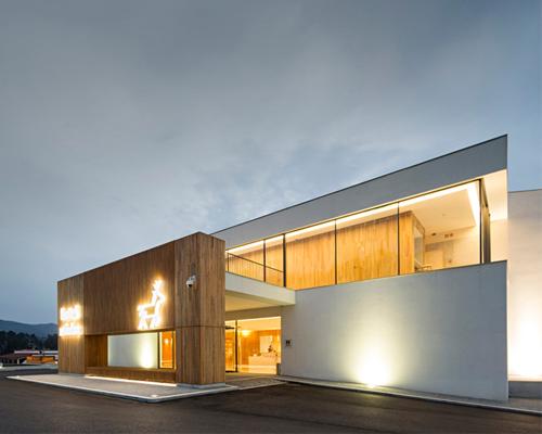 virgula i建筑工作室用栗木构建葡萄牙伊比利亚的米尼奥 酒店