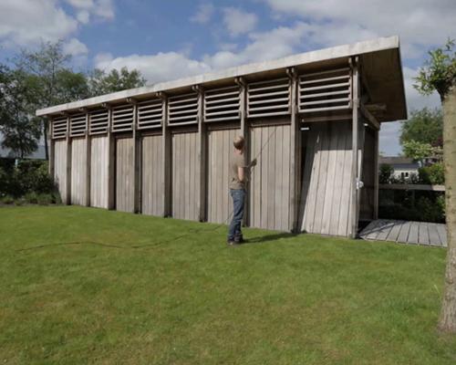 Werkstatt 在荷兰建造了一个可转变的船屋