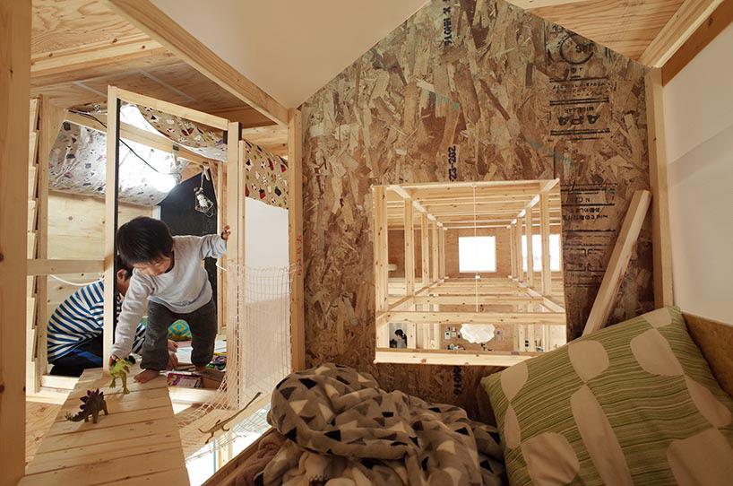 临时树屋则依靠梯子作为抵达工具.