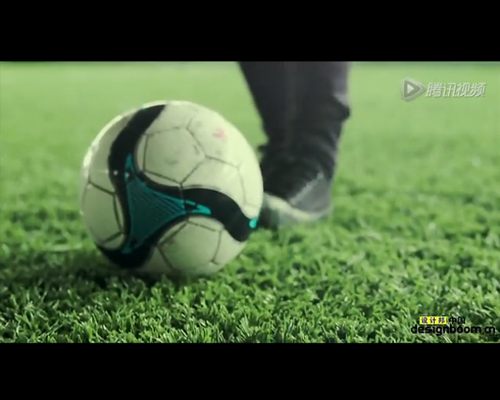 用一个足球画出了罗纳尔多、内马尔和梅西