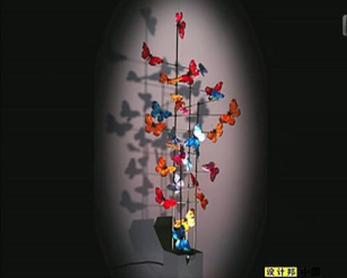 反射照明灯与大群蝴蝶雕塑做的回忆录