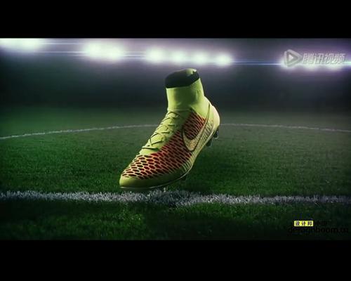 耐克发布一款飞针织成的外形像袜子的足球靴子