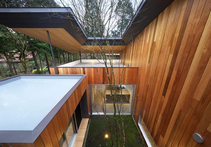 kuu 工作室设计斜坡顶棚下的t住宅