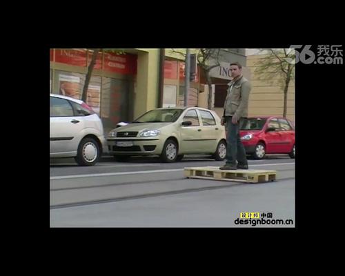 tomáš moravec 用木板自制城市滑轨车