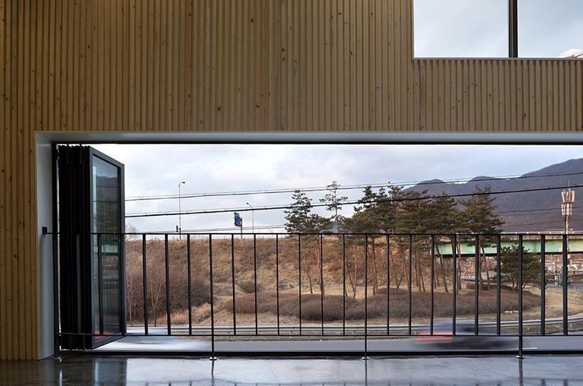 gaon工作室在尴尬地三角形地带设计的混凝土咖啡馆