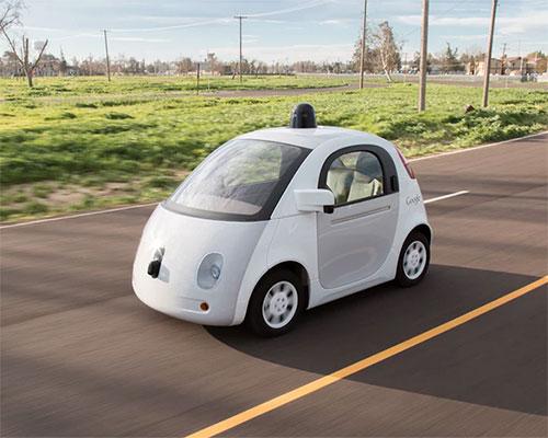 谷歌研发的全自动无人驾驶汽车在奔向未来的路上