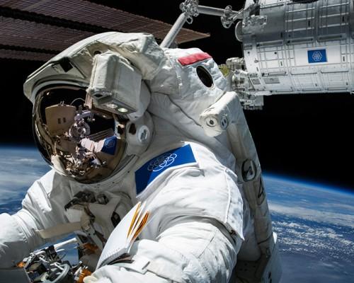 人类太空殖民登上火星的一刻插什么旗帜?