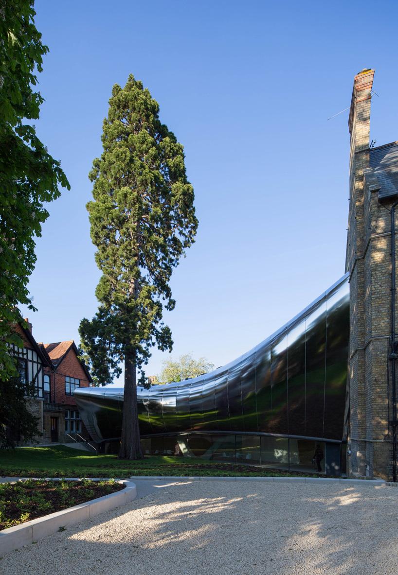 扎哈·哈迪德:牛津大学investcorp大楼设计