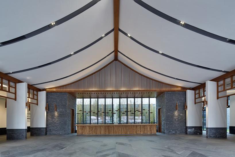 我们的设计《山里江南游客中心》便坐落在这誉有黄果树瀑布之乡的安顺