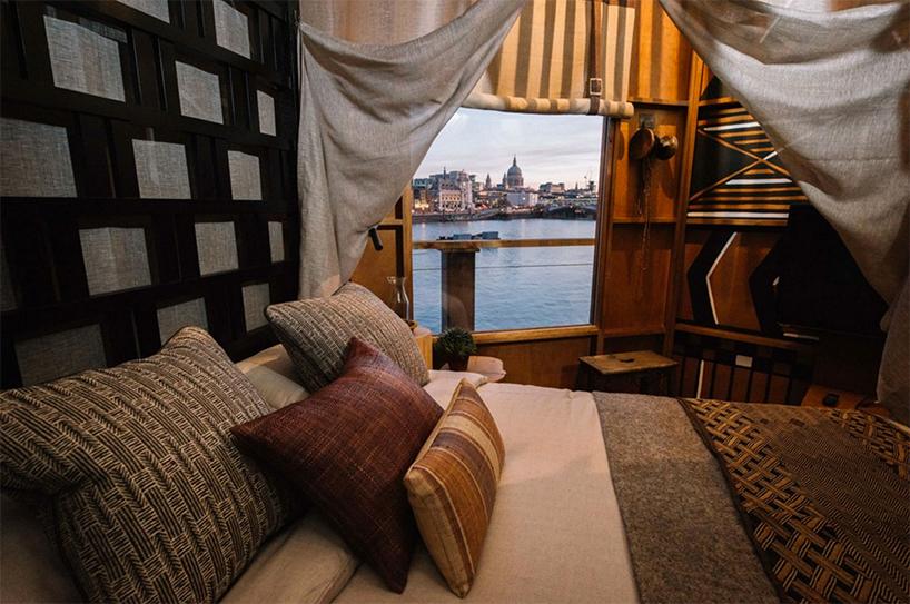 树屋内部包括两个由南非室内设计师hubert zandberg设计的定制卧室