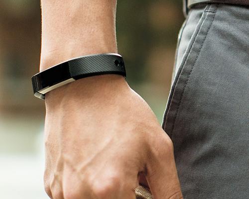 Fitbit推出新款智能手环Alta:外形时尚适合日常佩戴