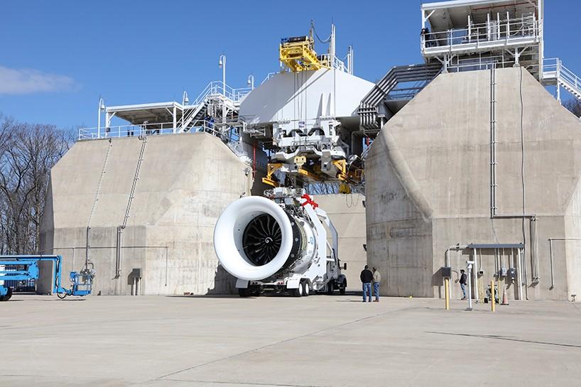 ge航空公司开始测试全球最大的商用发动机ge9x